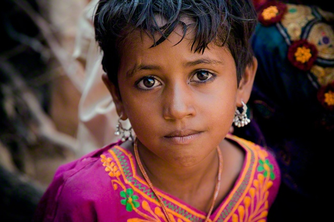 India, Rajasthan, Jaisalmer, portrait of young village girl